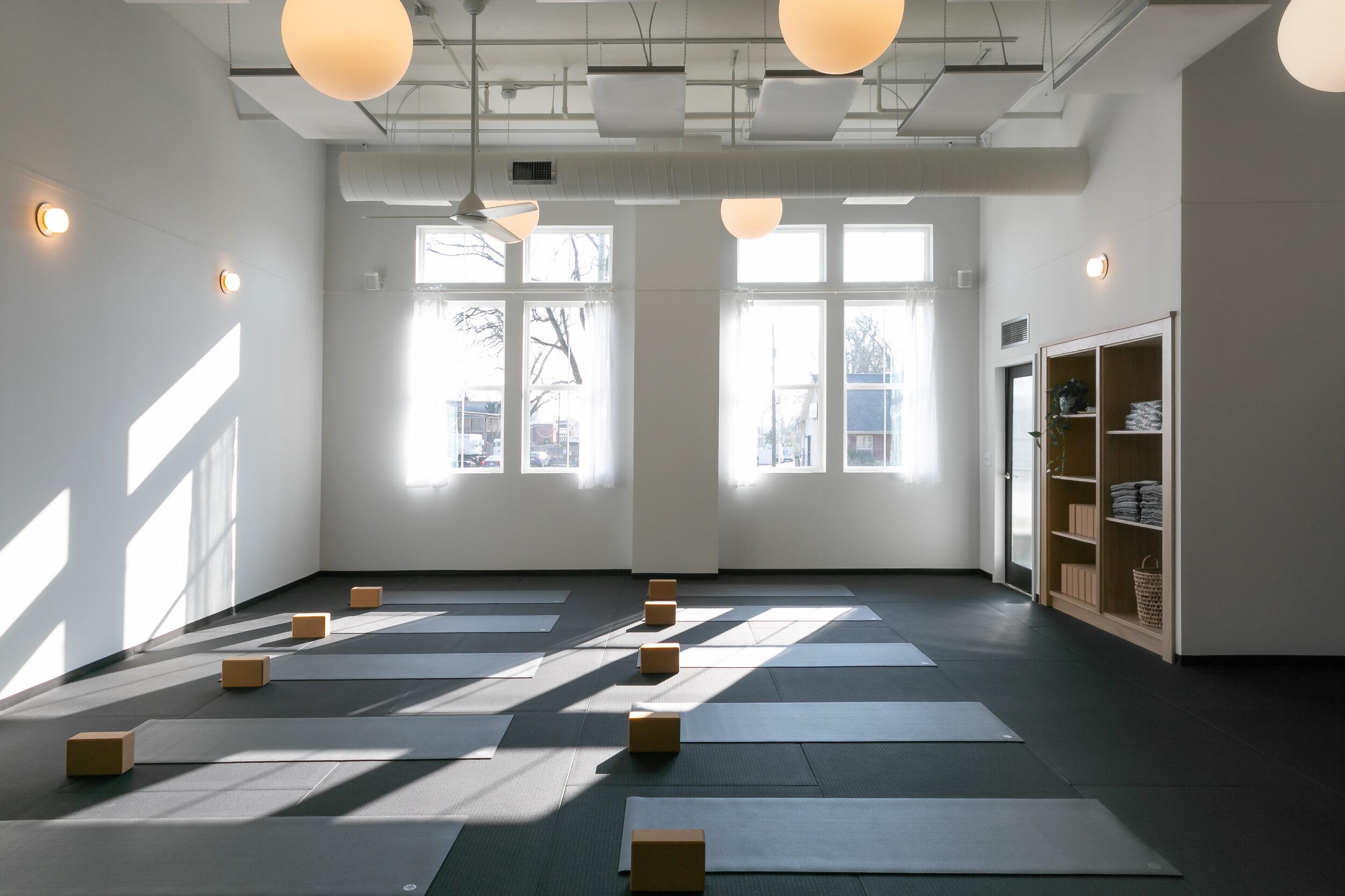 class types hola yoga