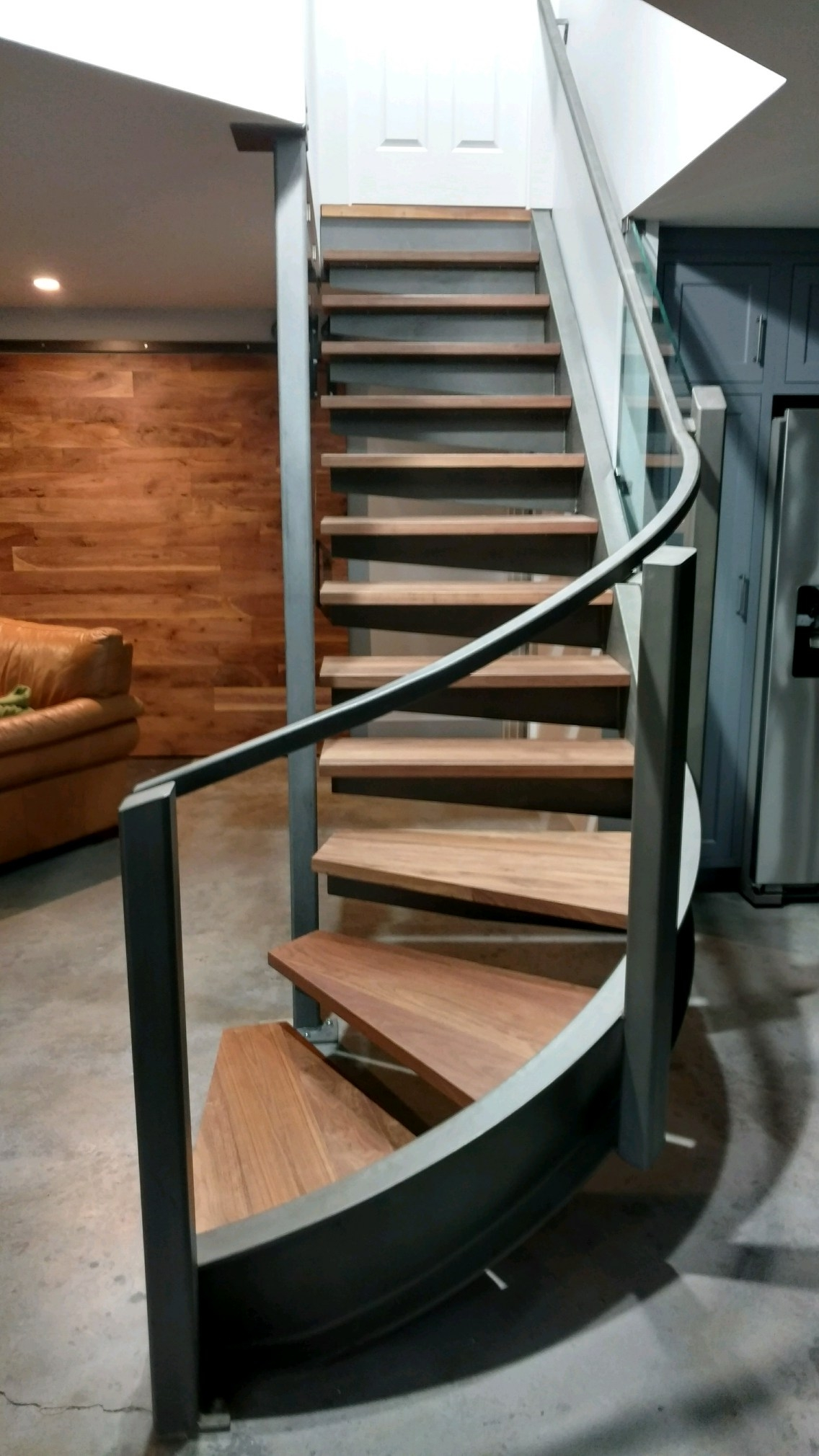 Spiral Staircase — Steel Weld Inc | Spiral Staircase 2 Floors | 8 Ft | Interesting | Spiral Shaped | Outdoor | Wooden