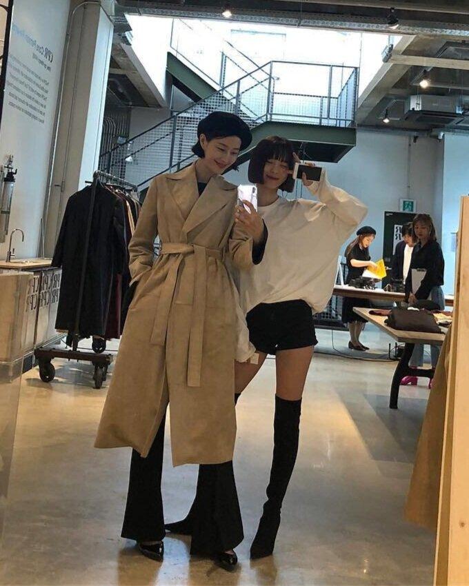 韓國美妝博客金秀美(左)已經是兩個孩子的媽媽