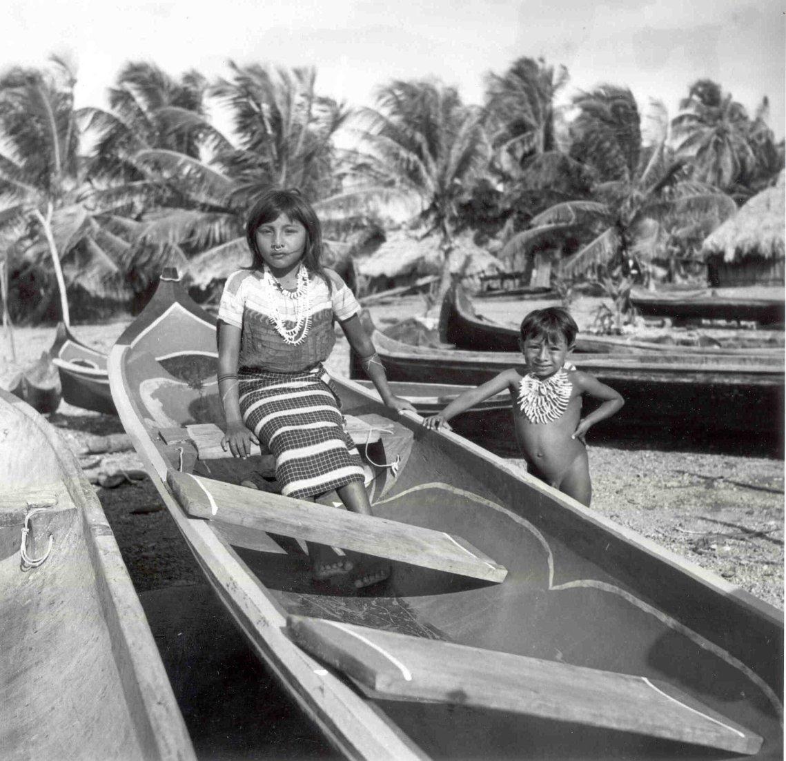 Fotografía de Bill Miller, en Ustupu, década de 1940.