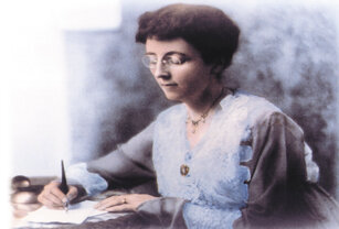 This image of a young Lucy Maud Montgomery looks exactly as I picture young Emily Starr working at her craft. KindredSpiritMichael, CC BY-SA 3.0 <https://creativecommons.org/licenses/by-sa/3.0>, via Wikimedia Commons.
