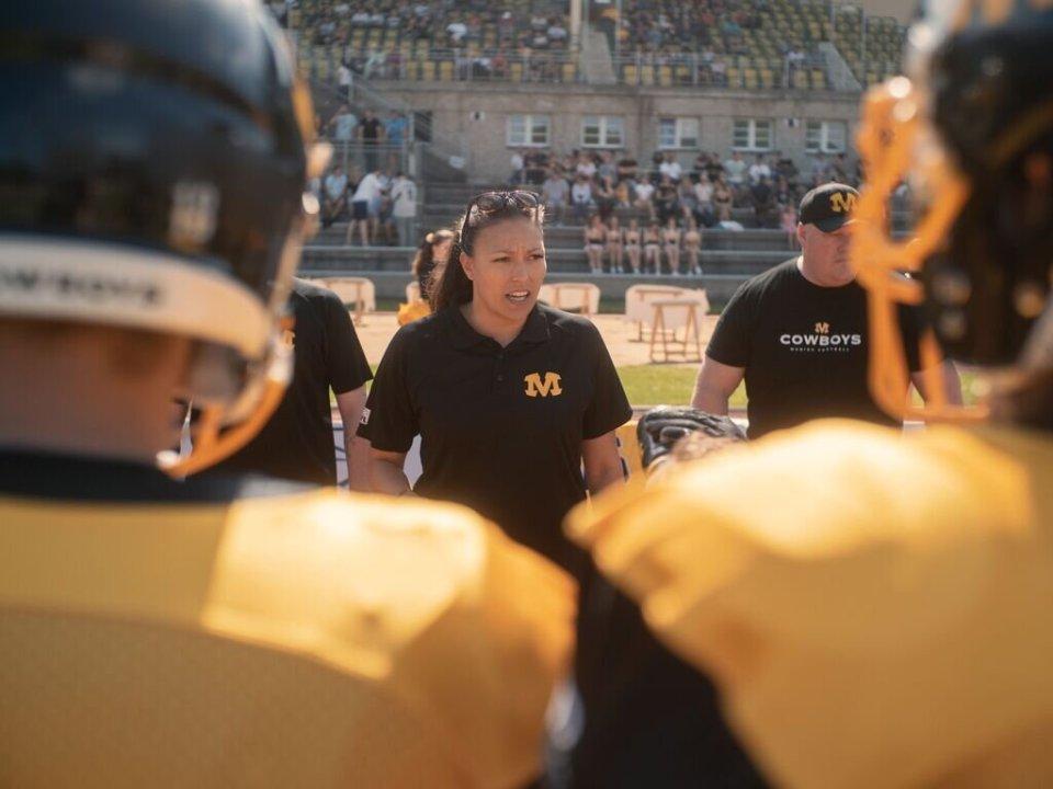 Nadine Nurasyid coaching with the Munich Cowboys during the 2019 GFL season | Lukas Hauptmeier