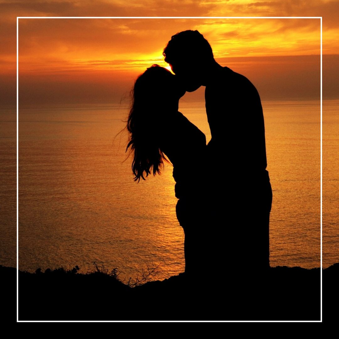 Whatapp Dp Romantic kissing couple image full HD free download.
