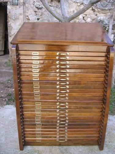 Original mueble antiguo de cajones