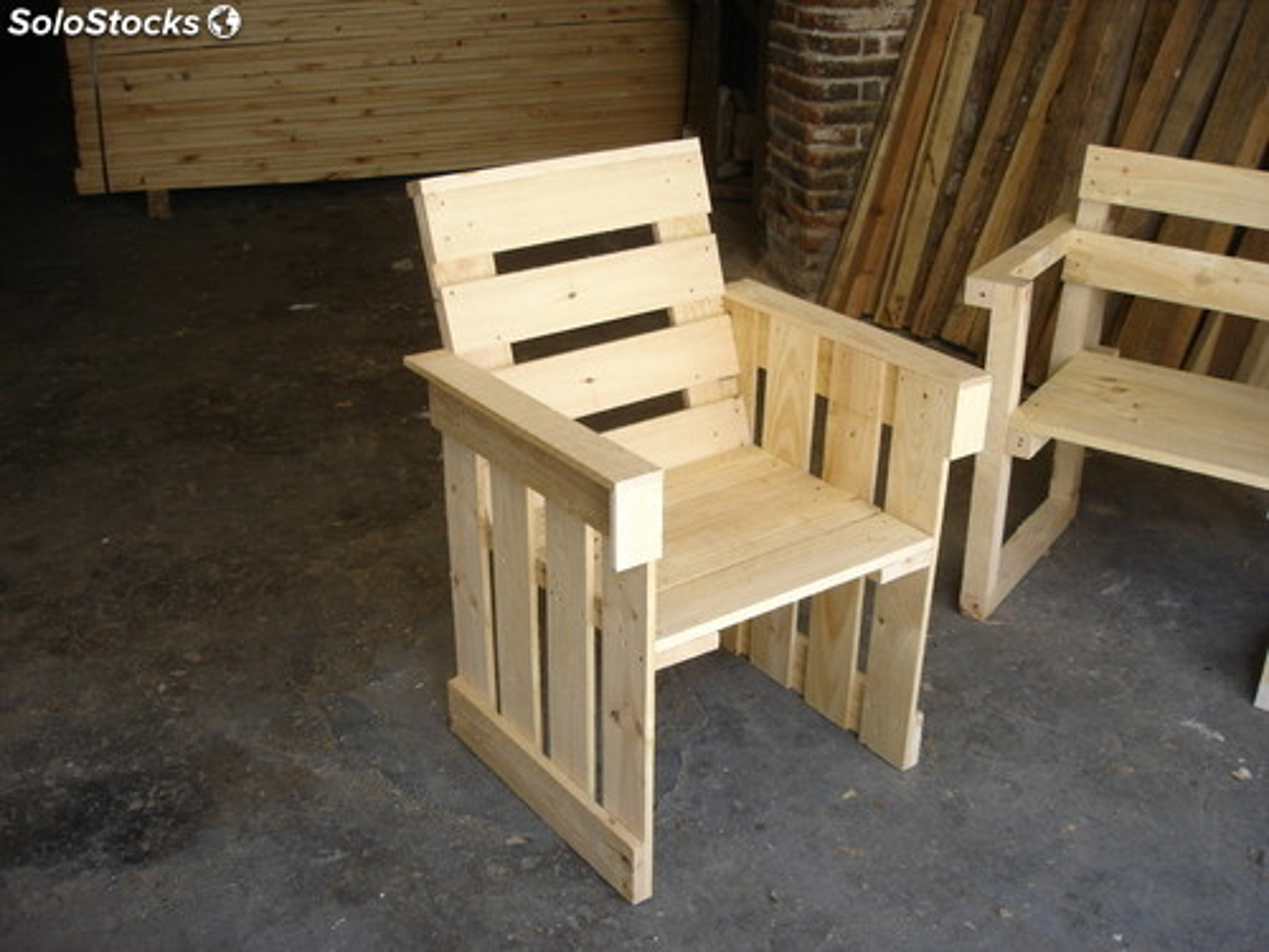 Sillas sillones hechos con cajas de madera fruta y embalaje