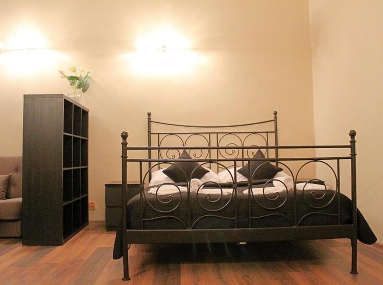 Vintage leather, velvet furniture, deliberately faded rugs, woods,. Casa Italia Praha Hotel Cz