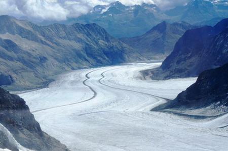 Sông băng Aletsch nhìn từ đỉnh Jungfrau, được UNESCO công nhận là di sản thiên nhiên thế giới.