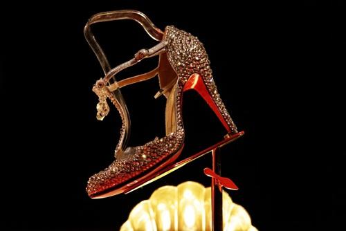 Choáng với BST giày 'siêu cao' của Christian Louboutin - 31