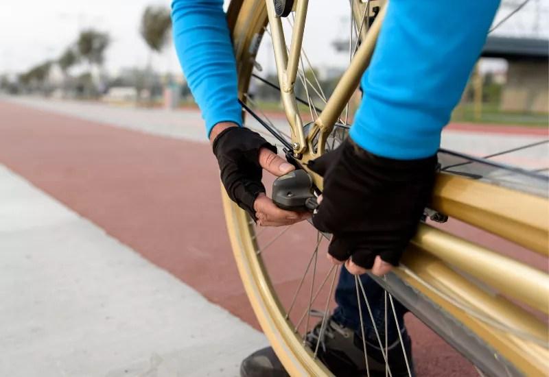 Naprawa roweru, przydatne akcesoria rowerowe