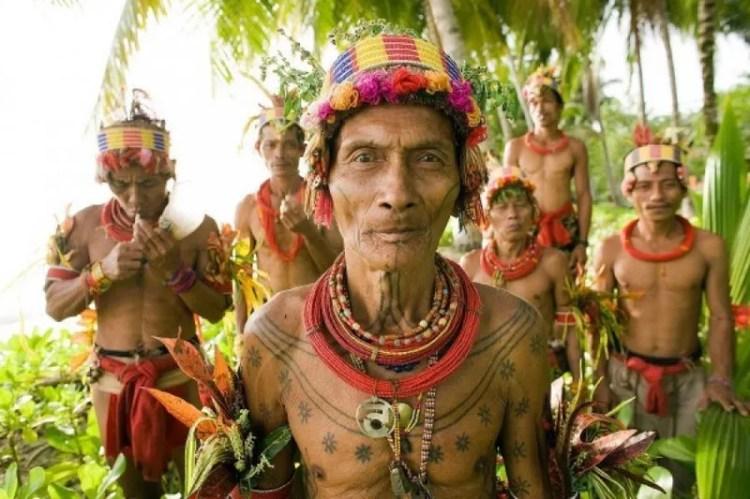 Tradisi tato unik suku Mentawai