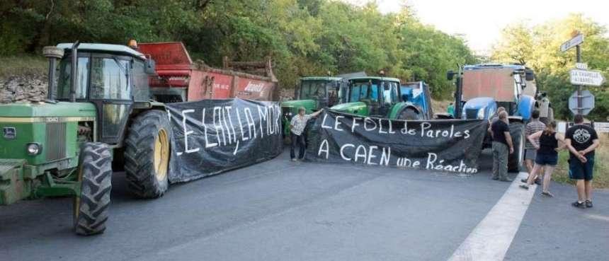 """Dordogne : """"à bout"""", des agriculteurs bloquent l'accès à Lascaux 2"""