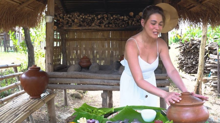 Bea Alonzo uses a claypot to cook sinaing na tilapia sa gata na may kamias