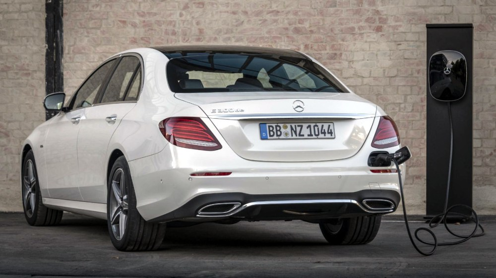 medium resolution of mercedes benz now has a diesel hybrid version of the e class