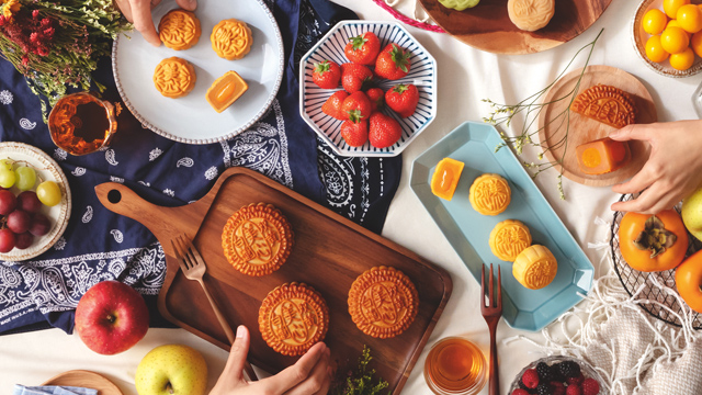 These Hong Kong Mooncakes Are So Good There's A Black Market For It