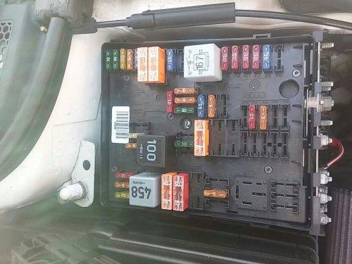 small resolution of 2006 jettum fuse box connector