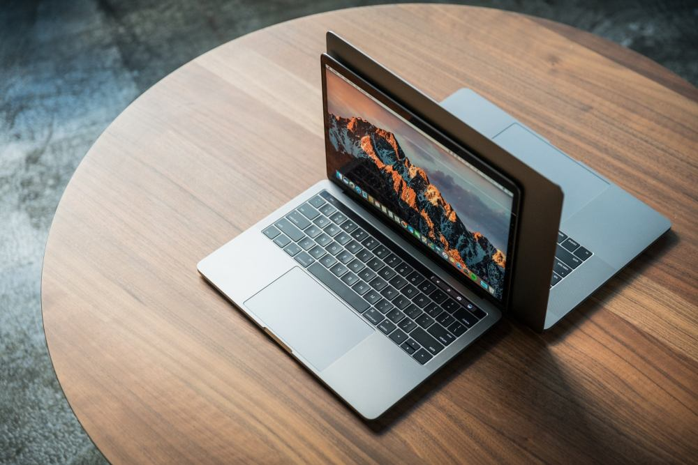 medium resolution of macbook pro late2016 review adam pair hero2