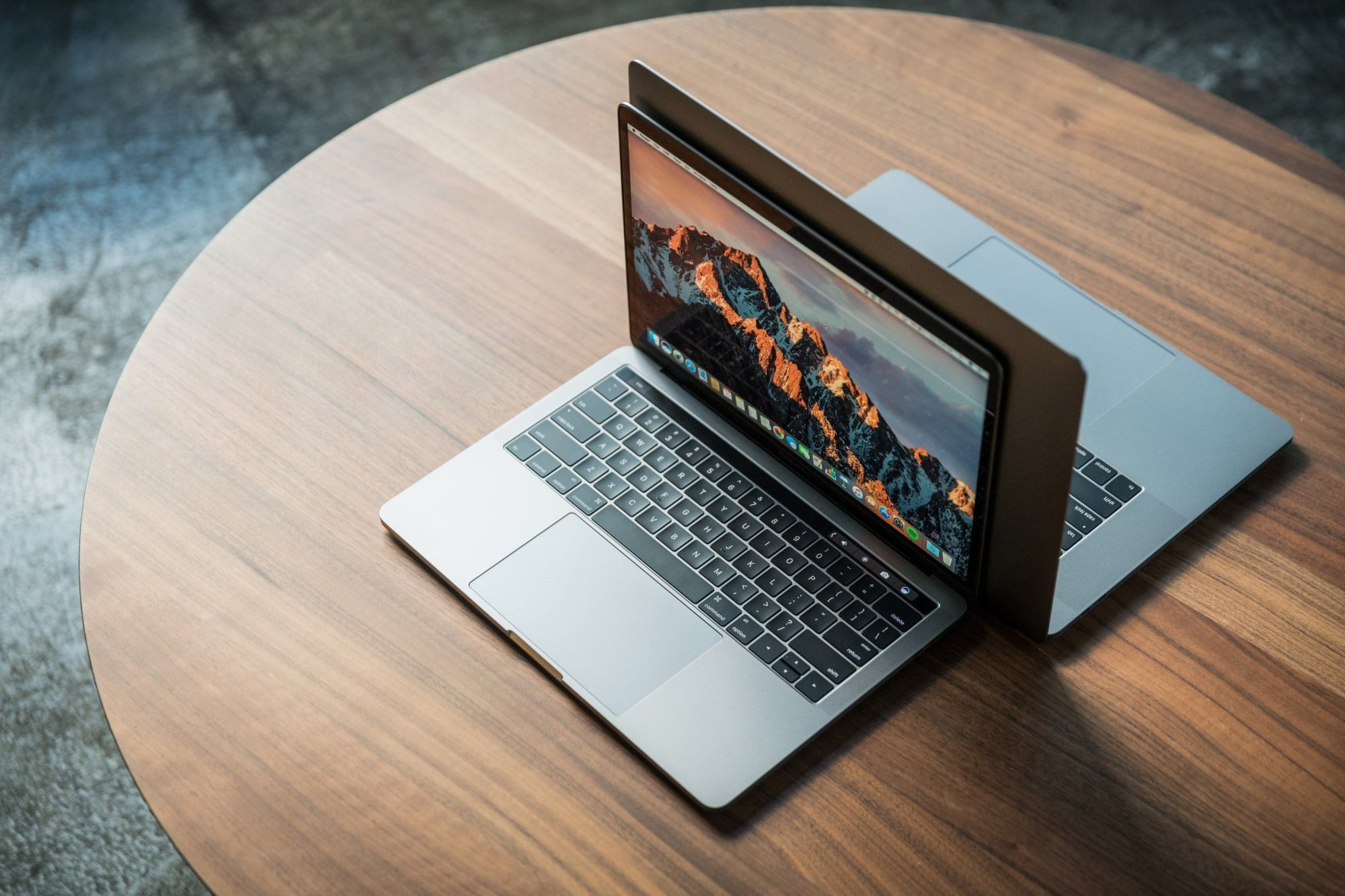 hight resolution of macbook pro late2016 review adam pair hero2