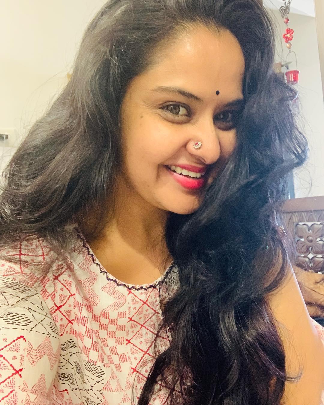 Actress Pragathi aunty Photo gallery