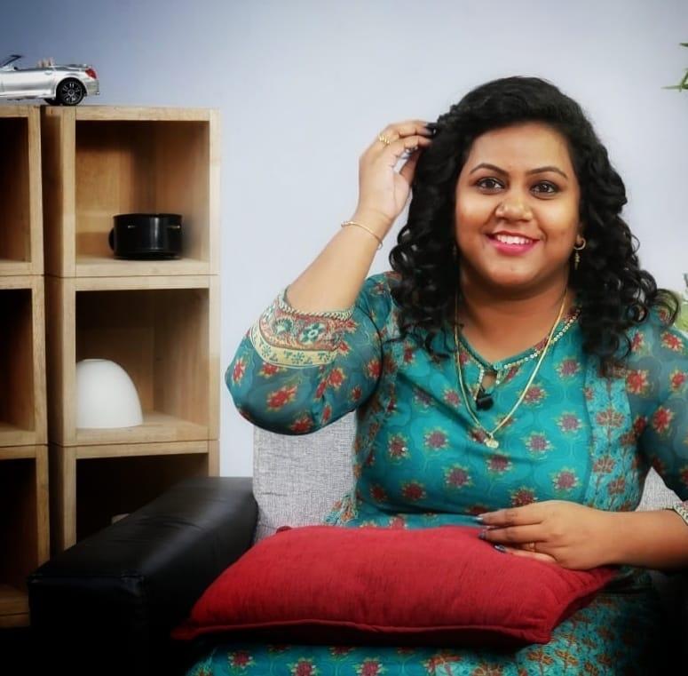 Anchor Manjusha Shivaji Images
