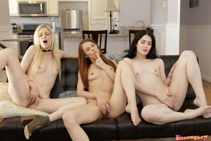 ThatSitcomShow.com - Charlotte Stokely,Evelyn Claire,Jillian Janson: Friends With Benefits The One Where The Girls Get Naked - S3:E12