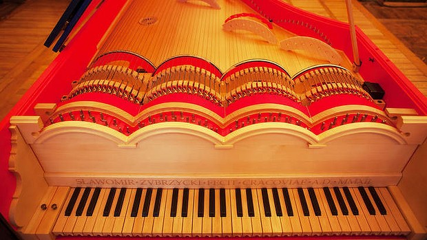 Take a bow ... the viola organista's strings are played in the same way as a cello.