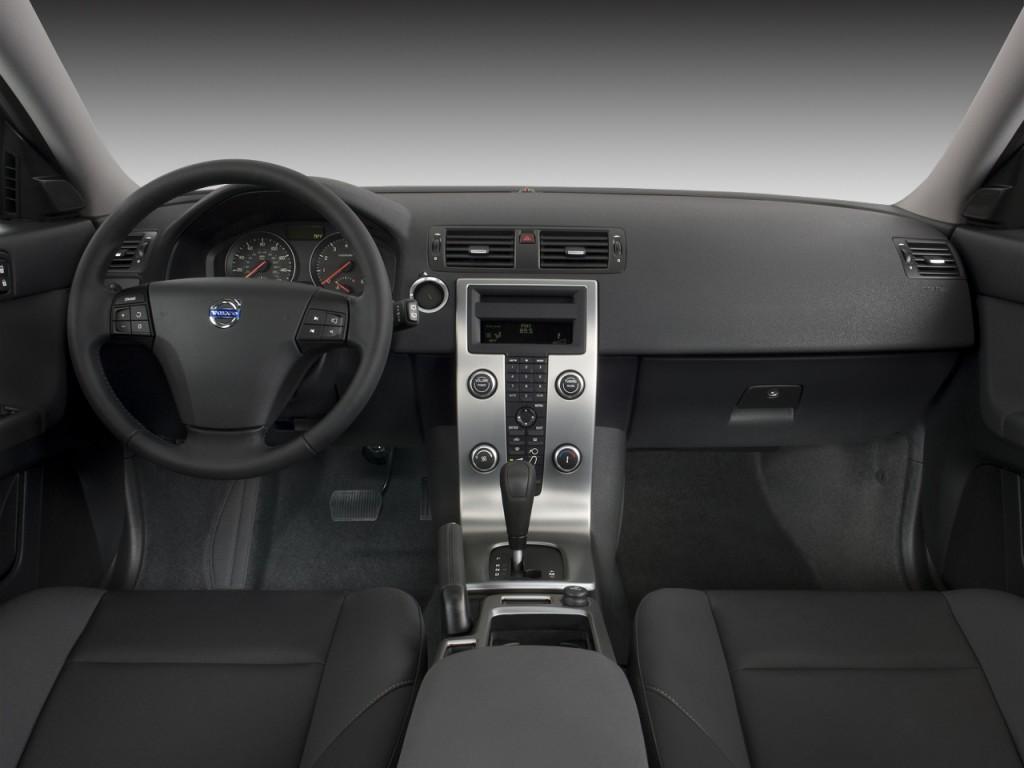 hight resolution of 2008 volvo v50 4 door wagon 2 4l fwd dashboard