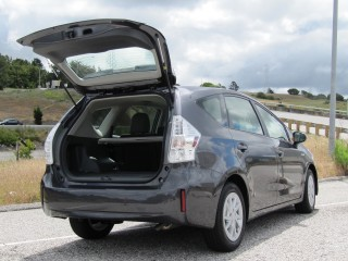 2012 toyota prius v warranty