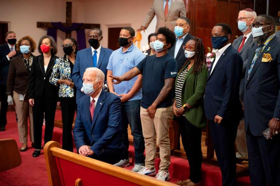 Joe Biden avec un groupe de personnes l'église Bethel, Wilmington, Delaware.