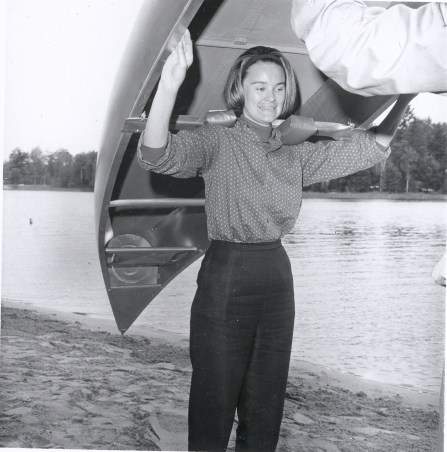 Lynda Bird Johnson portaging a canoe
