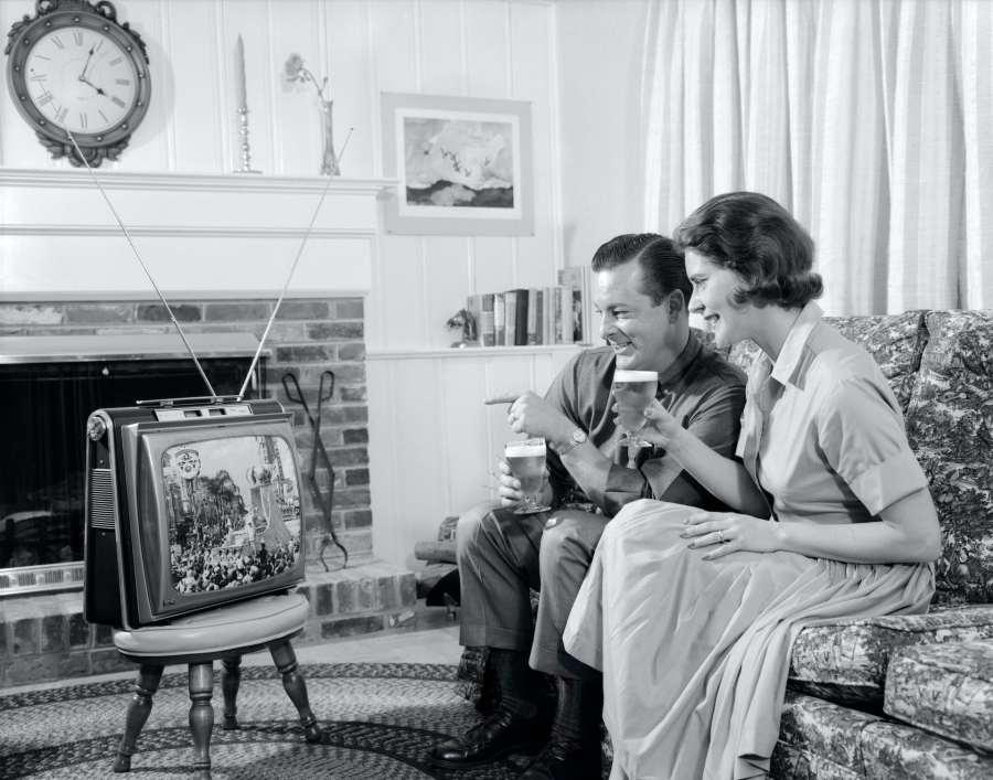 Los viejos medios, como la televisión y los periódicos, nos expusieron a una amplia variedad de creencias.