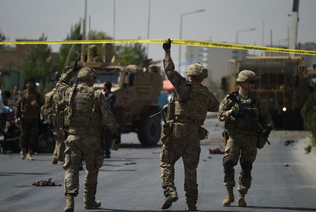 US soldiers arrive at the site of a car bomb attack that targeted a NATO coalition convoy in Kabul on September 24, 2017.