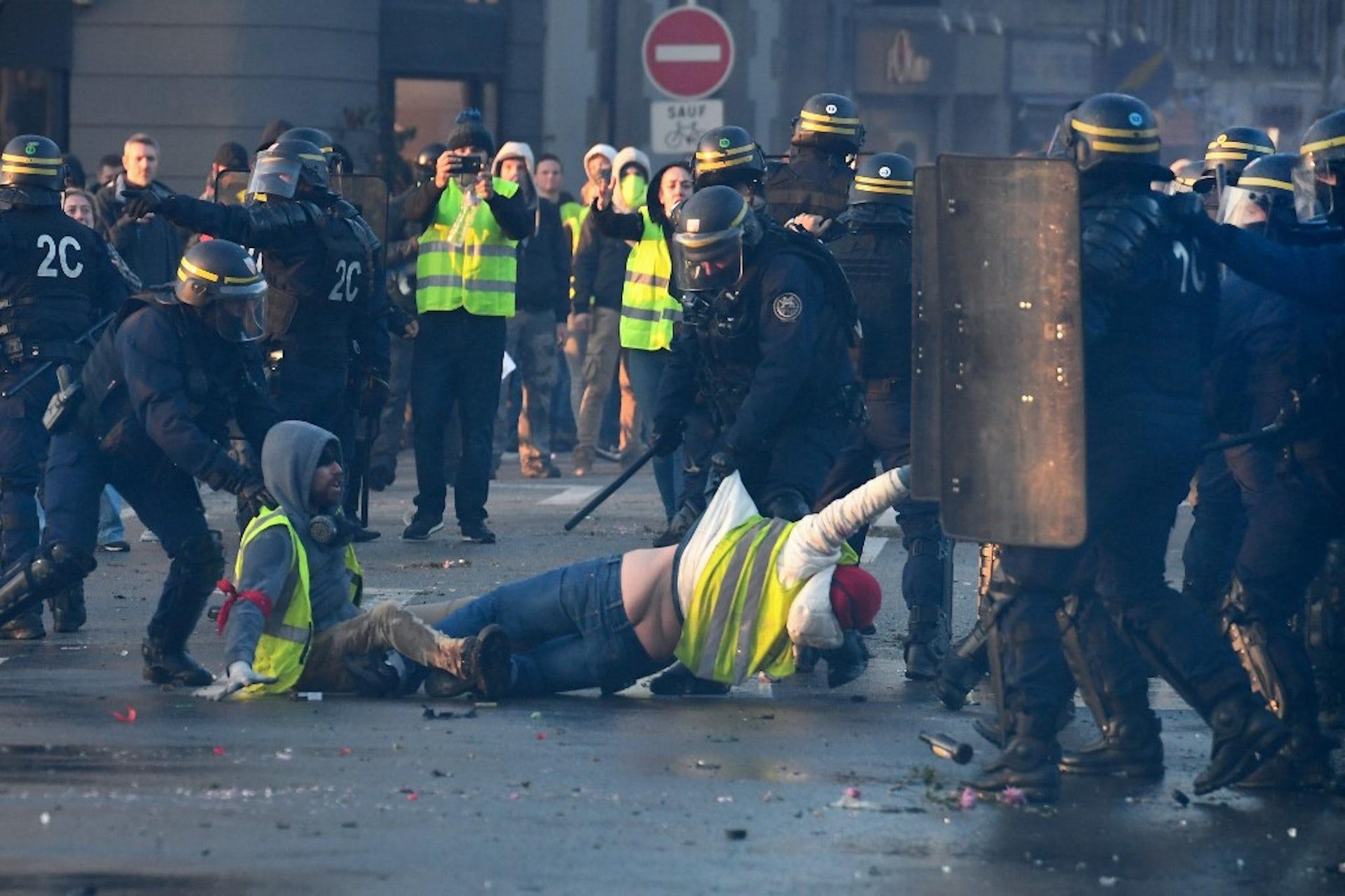Police et gilets jaunes à Quimper, 17novembre 2018