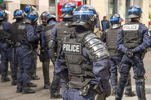 Police encadrant une manifestation
