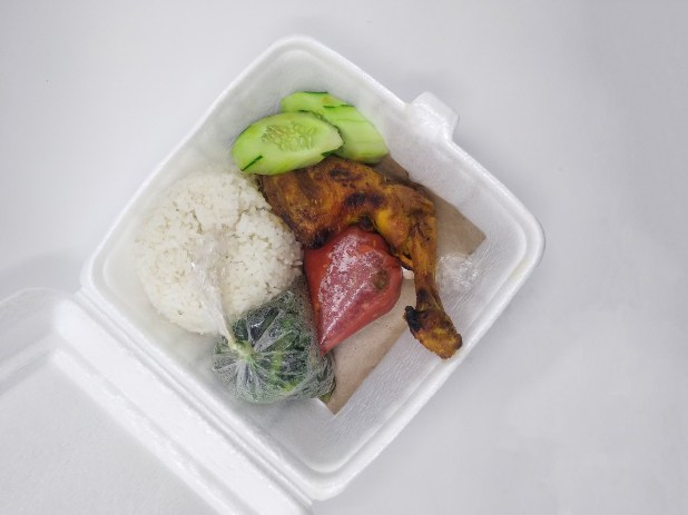 Chicken and salad in a single-use container