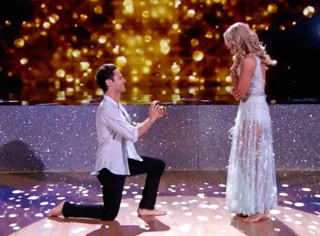 Sasha Farber Proposes to Emma Slater WATCH  The