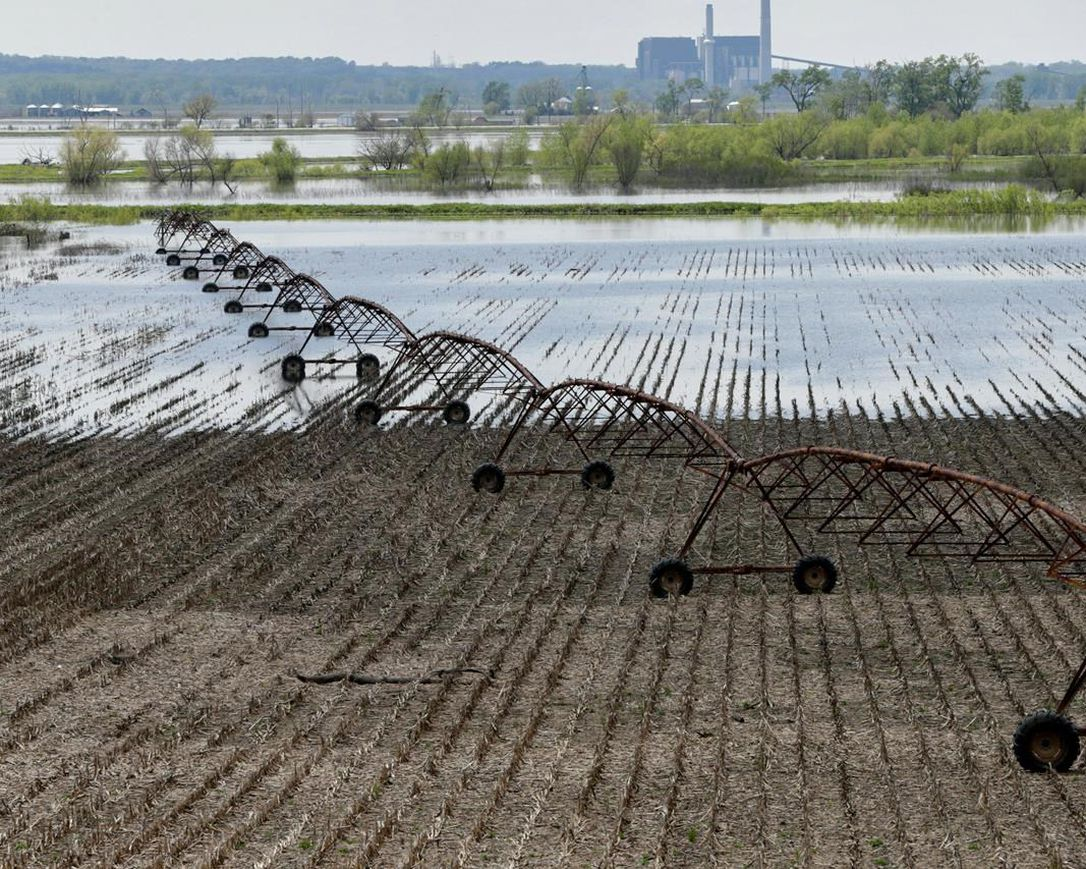 IANH204 510 2019 144150 - Dragging levee repairs leave riverside communities stressed
