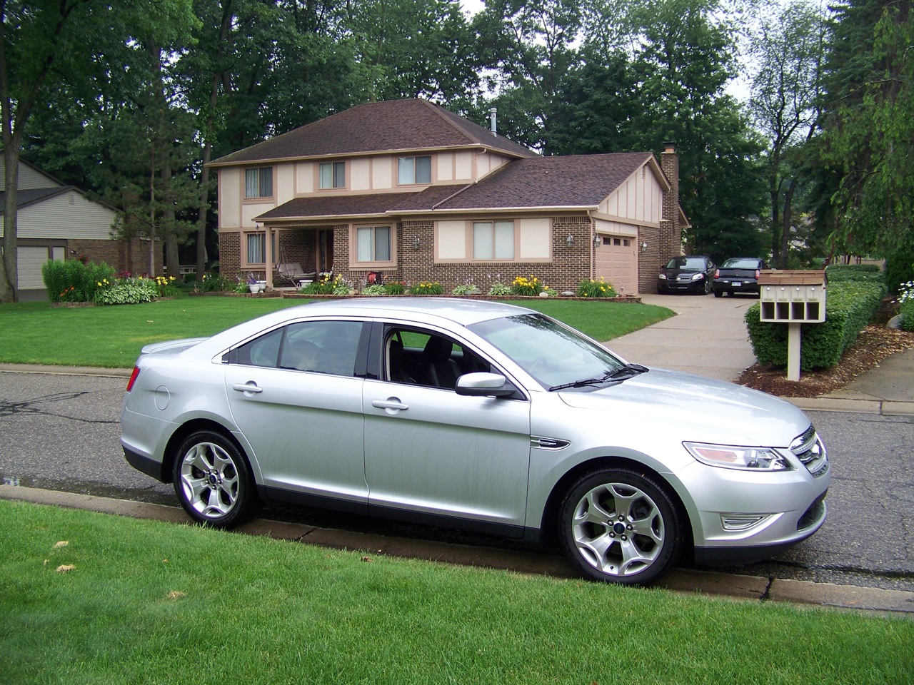 review 2010 ford taurus sho the truth about cars. Black Bedroom Furniture Sets. Home Design Ideas