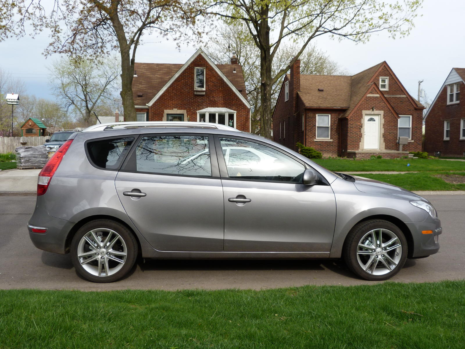 Review 2011 Hyundai Elantra Touring Se