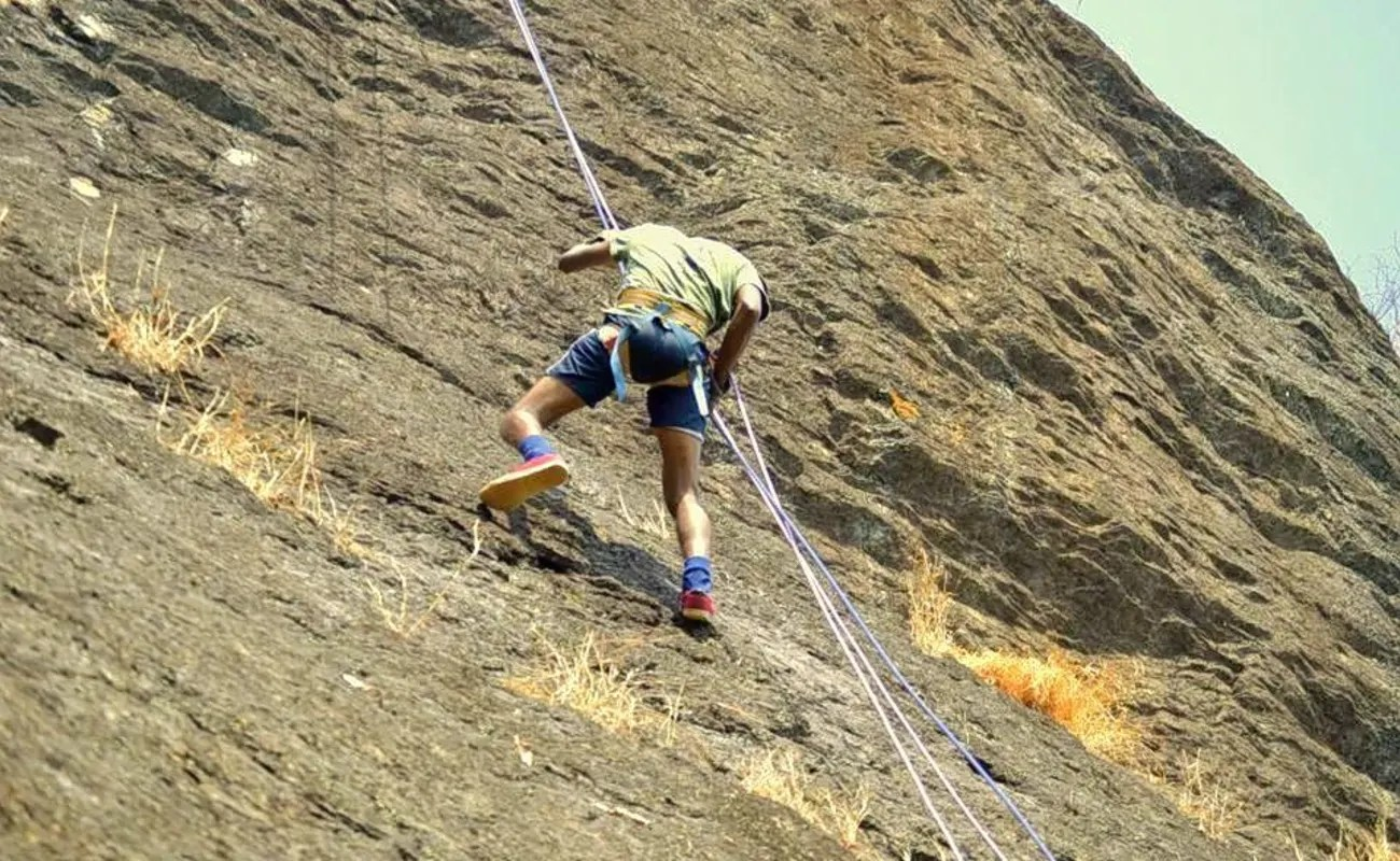 Rock Climbing Rappelling Act