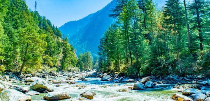 places to visit in India with friends to Kasol