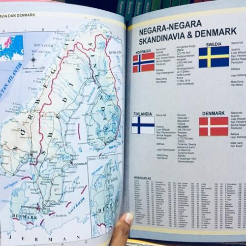 Halo teman, dipostingan ini kami akan berbagi informasi bermanfaat seputar gambar peta indonesia beserta 34 provinsinya. Jual Buku Terbaru Buku Atlas Lengkap 34 Provinsi Indonesia Buku Peta Jakarta Timur Jamaliamulyani Tokopedia