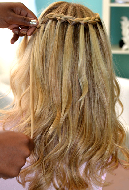 How to Do a Waterfall Braid: Continue Weaving