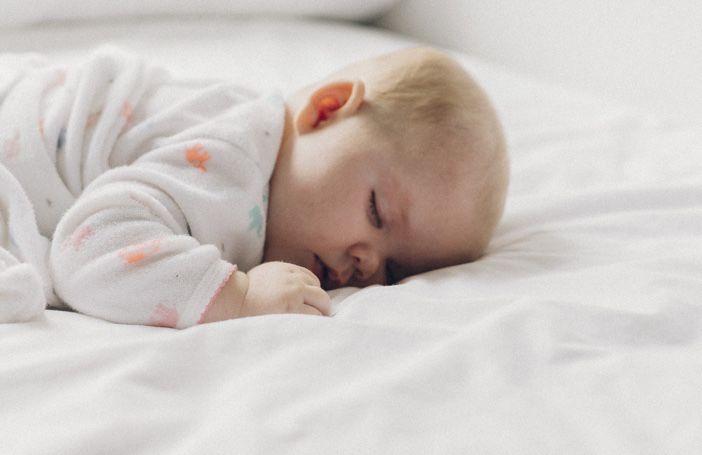 科普 | 寶寶趴著睡覺好不好?爸媽需要把寶寶翻過來仰睡嗎? | 美國頭條
