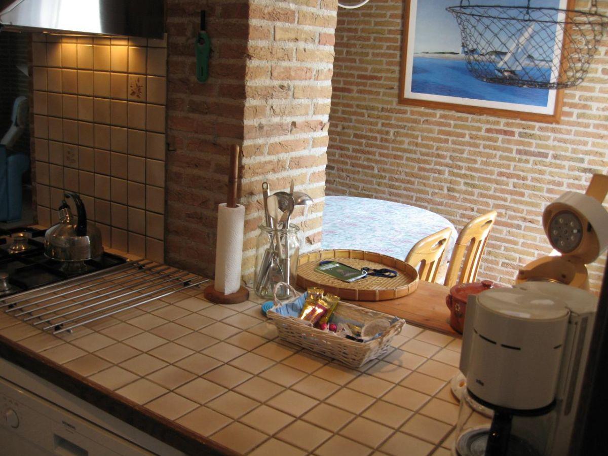 Ferienhaus De Kersentuin der Kirschgarten Nieuwvliet Frau Rineke Roelse