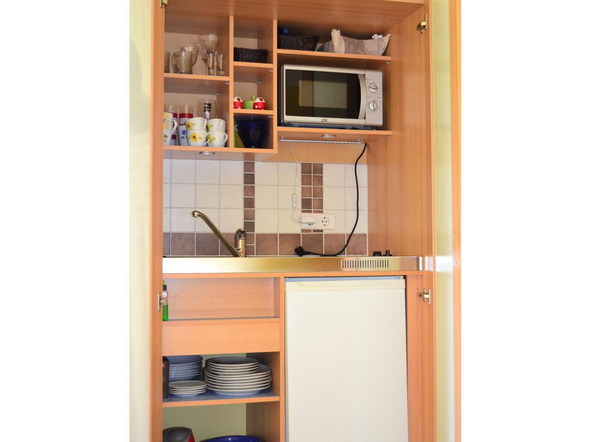 Miniküche Mit Kühlschrank Und Mikrowelle : Kuche pantryküche mit kühlschrank kuche pronunciation