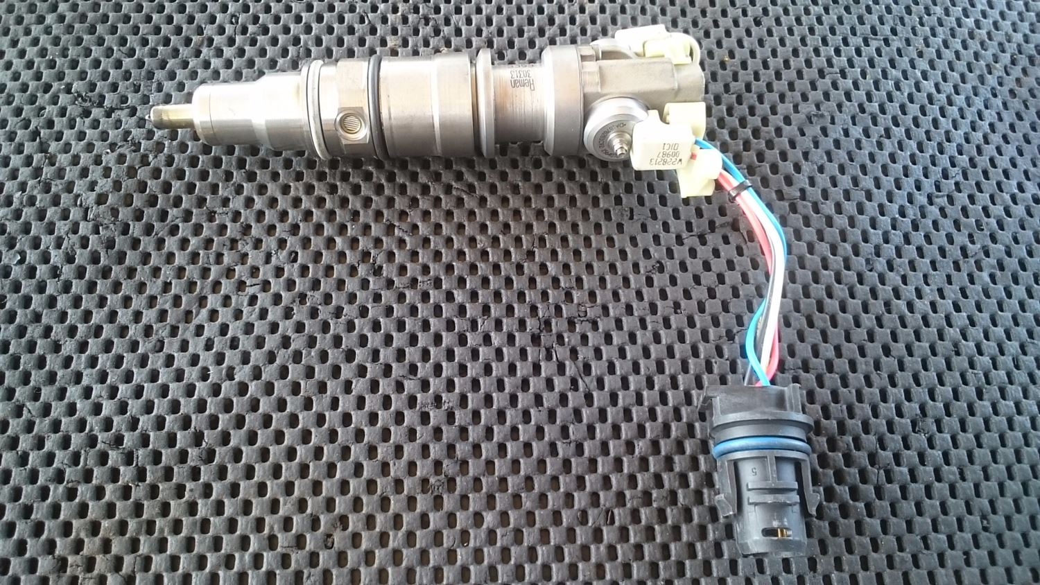 fuel injection parts new and used parts american truck chrome engine wiring harness vt365 injector wiring harness [ 1500 x 844 Pixel ]