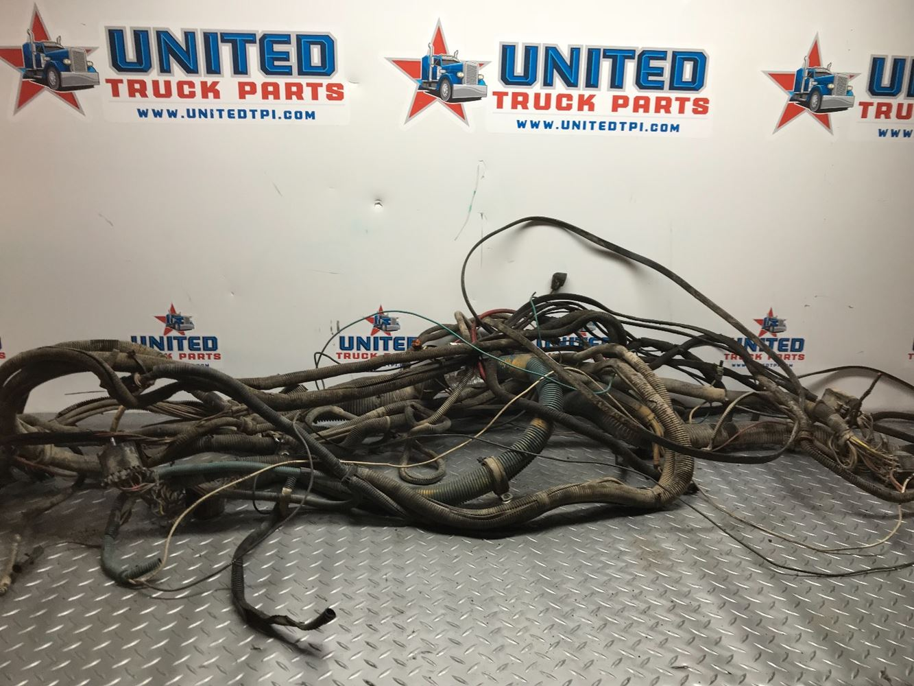hight resolution of 2001 kenworth w900 stock sv 16 16 22 wiring harnesses cab and rh truckpartsinventory com dodge