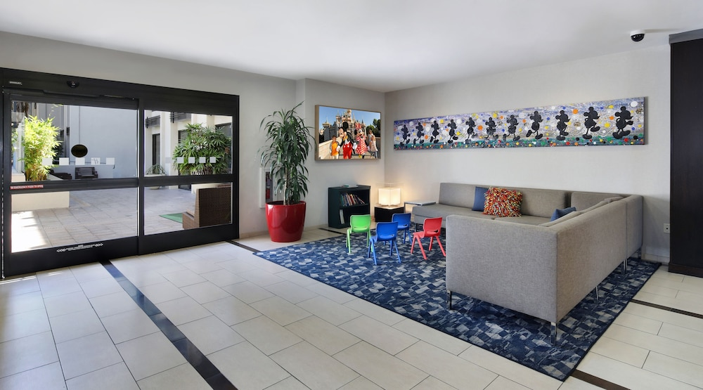 anaheim hotels with kitchen near disneyland red trash can holiday inn hotel suites 2018 pictures reviews prices exterior featured image lobby