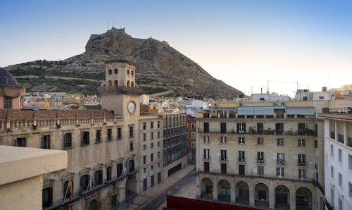alicante harbour accommodation au