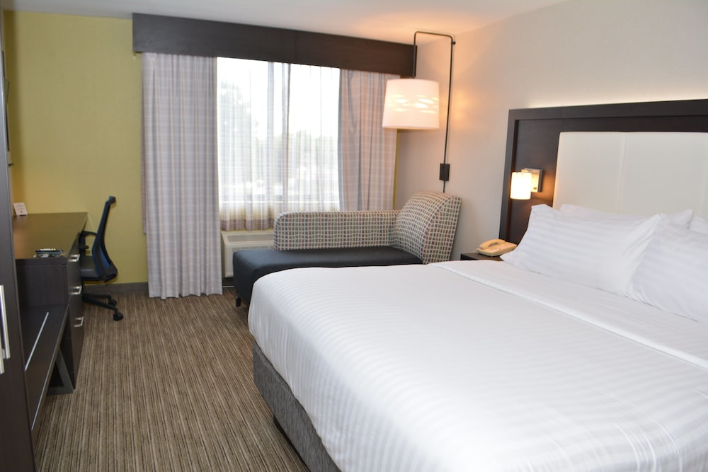 holiday inn express suites waterville